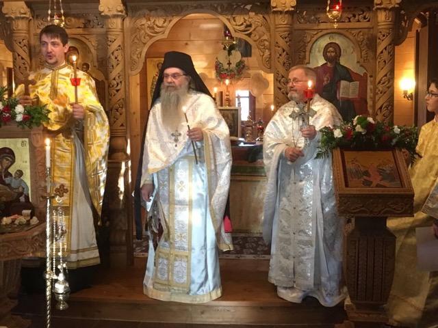 Vecernia pascala panortodoxa 8. apr. 2018: Preotul grec Elias Papadopoulos; preotul sarb Jovan Govedarica; Preotul Dumitru Viezuianu